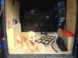 Bugsy nous aide a la confection de la voiture